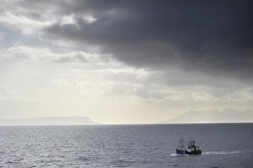 UK, Scotland, Boat at sea - FD000051