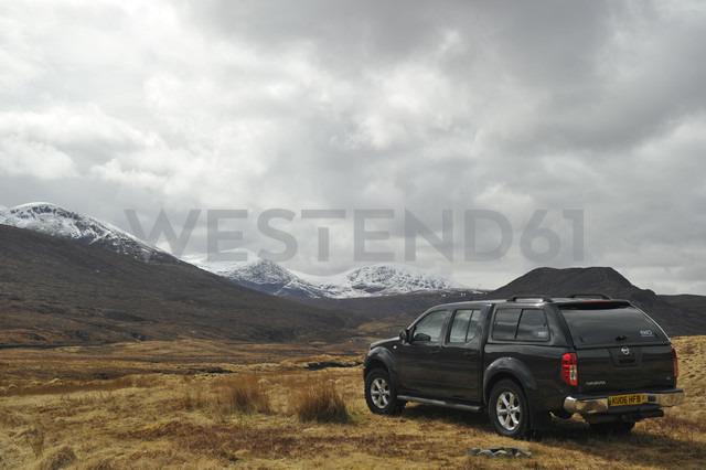 UK, Scotland, Car in landscape - FD000023
