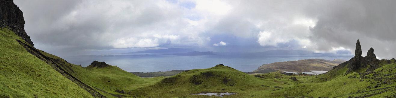 UK, Scotland, Hills on Isle of Skye - FDF000032