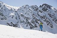 Austria, East Tyrol, Defereggental, Man telemark skiing - FF001403