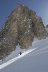 Italy, Dolomites, Val Gardena, Man backcountry skiing - FF001397