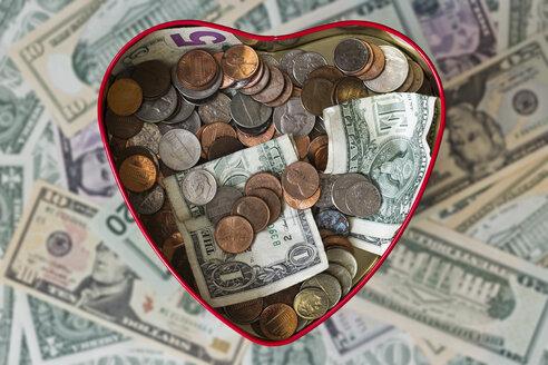 Heart shaped tin box with money - MELF000009
