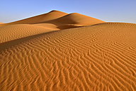Algeria, Tassili n Ajjer, Sahara, view to desert dune in front of blue sky - ESF001017