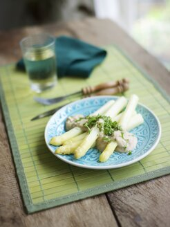White asparagus with cashew cream sauce, garnished with chopped parsley - HAWF000138
