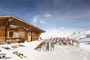Italy, South Tyrol, Oetztal Alps, Schnals Valley, Ski hut - FC000101