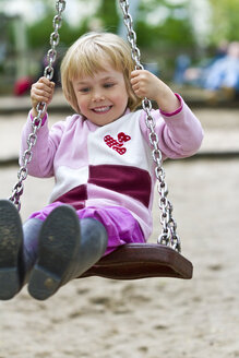 Little girl on swing - JFEF000342
