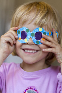 Little girl with her selfmade paper glasses - JFEF000357