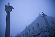 Italy, Venice, St Mark's Square with Doge's Palace, foggy - DISF000824