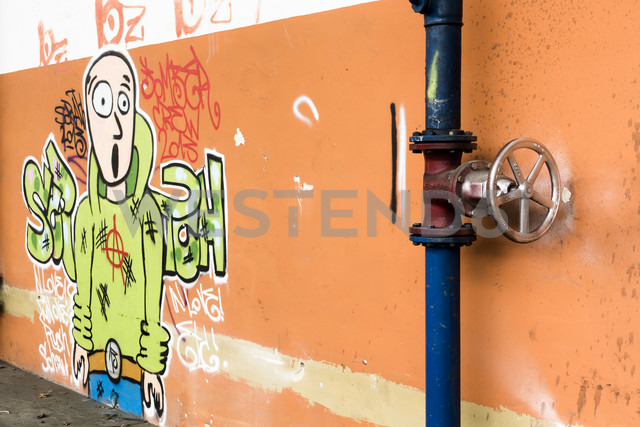 Stop valve in front of wall with graffiti - FC000116