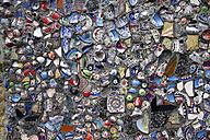 Turkey, broken pieces of ceramics plastered at wall - FCF000119
