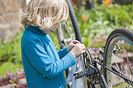Little boy cleaning bicycle - MJF001088