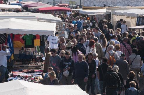 Germany, Hamburg, People at the Hamburg Fish market - CST000290