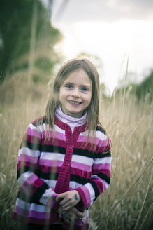 Portrait of smiling little girl - SARF000545