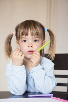 Portrait of pensive little girl with wax crayons - LVF001165