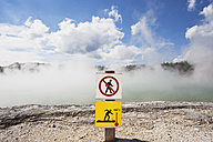 New Zealand, Rotorua, Wai-O-Tapu Thermal Wonderland, Warning sign at Champagne Pool - GW002843