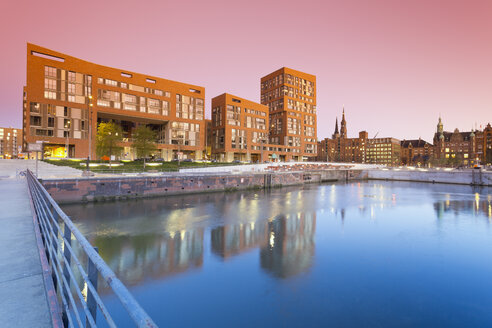 Germany, Hamburg, Brooktorhafen and new buildings in Hafencity - MSF003857