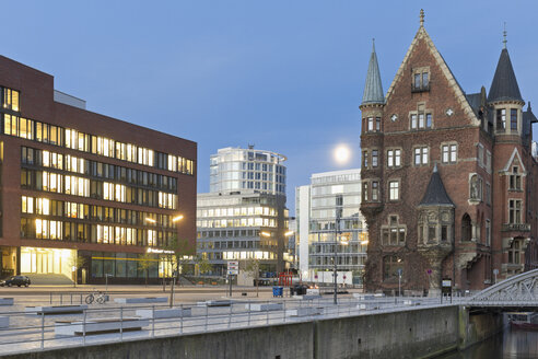 Germany, Hamburg, Old and new buildings in Speicherstadt and Hafencity - MSF003833