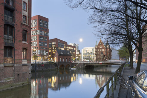 Germany, Hamburg, Old and new buildings in Speicherstadt and Hafencity - MSF003829