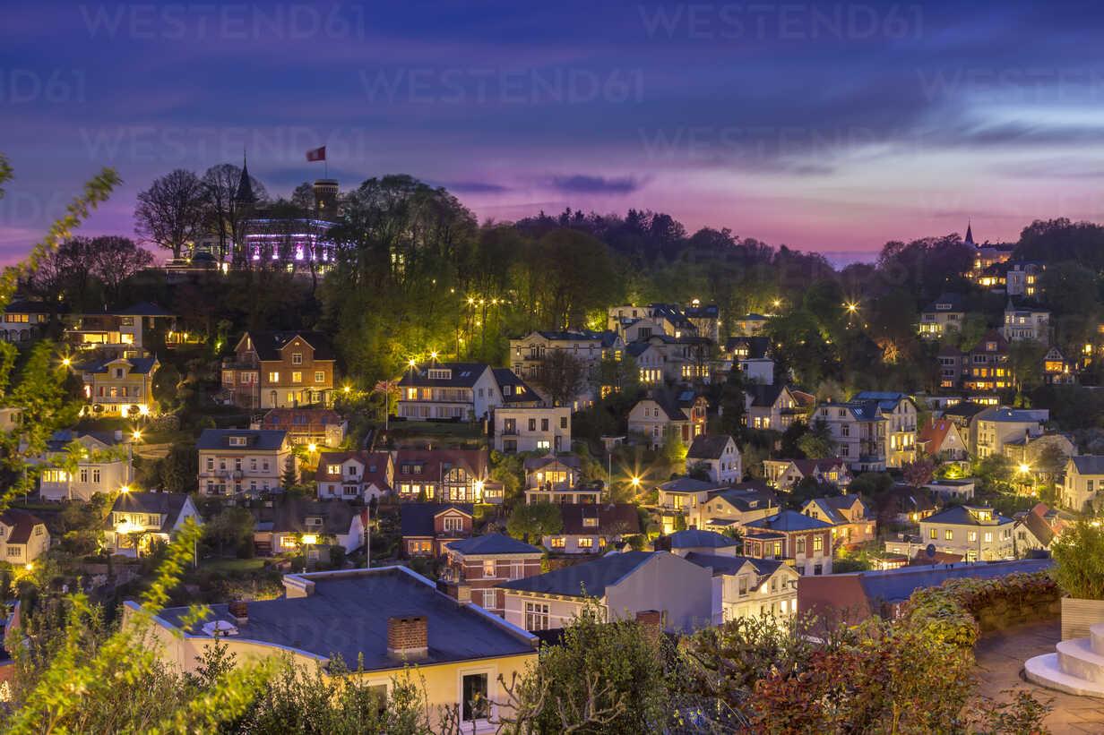 Germany, Hamburg-Blankenese, Suellberg, Houses in the evening - NK000099 - Stefan Kunert/Westend61