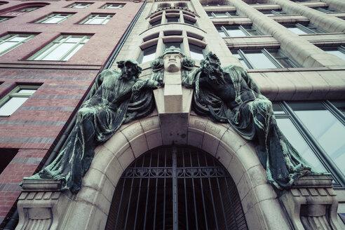 Germany, Hamburg, Kontorhaus, Elbhof with bronze sculpures - KRP000505