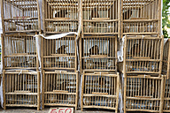 China, Hong Kong, wooden birdcages with songbirds at the Yuen Po Street bird market in downtown Kowloon - SHF001253