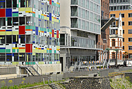 Germany, North Rhine-Westphalia, Duesseldorf, Media Harbour, facades of 'Colorium' and Courtyard Marriott Hotel - MIZ000465