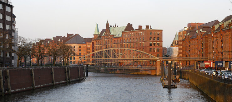 Germany, Hamburg, Speicherstadt - DHL000430