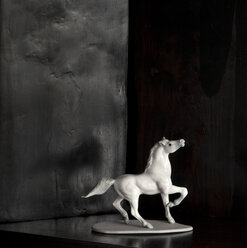 Horse figure of white porcelain in front of black background - FCF000188