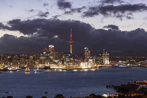 New Zealand, view to Auckland at evening twilight - STDF000034