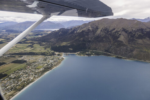 New Zealand, part of Lake Wanaka, aerial view - STDF000073