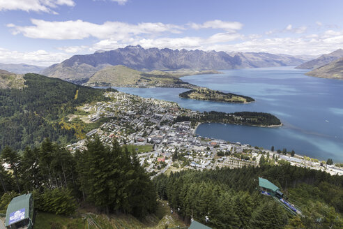 New Zealand, elevated view to Queenstown - STD000046
