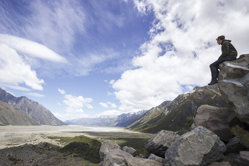 New Zealand, man looking at valley of Mount Cook National Park - STDF000086
