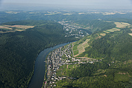 Germany, Rhineland-Palatinate, aerial view of Klotten and Cochem with Moselle River - PAF000649