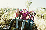 Three girls exploring the nature - HHF004809
