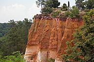 France, Provence Alpes Cote d'Azur, Roussillon, view to famous ochre cliff - KLRF000043