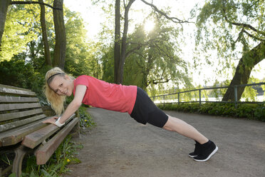 Young woman doing stretching exercise - BFRF000418