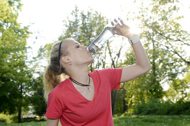 Portrait of young woman drinking water out of bottle - BFRF000411