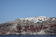 Greece, Cyclades, Santorini, view to Oia and harbour from ferry - KRPF000529