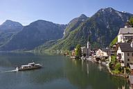 Austria, Upper Austria, Salzkammergut, Hallstatt, View of Lake Hallstaetter See - WWF003259