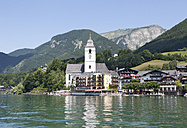 Austria, Salzkammergut, Salzburg State, Lake Wolfgangsee, St. Wolfgang, View of Hotel Weisses Roessl - WWF003257