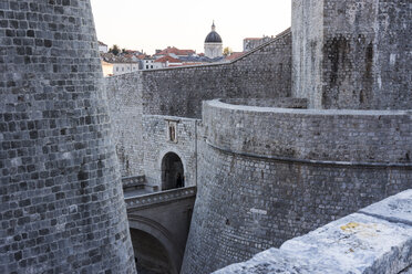 Croatia, Dubrovnik, view at part of city wall - WEF000075