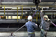 Workers doing maintenance works in a tube rolling mill - SCH000169