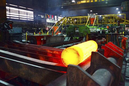 Glowing crude steel in a tube rolling mill - SCH000185