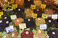 Turkey, Istanbul, Kadikoey, Assortment of olives on market - SIEF005413
