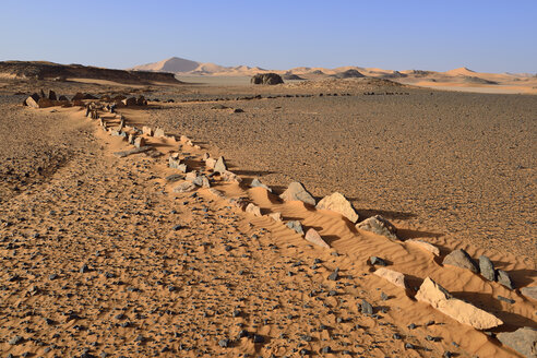 Algeria, Sahara, Tassili N'Ajjer National Park, Tadrart region, neolithic wing grave at Oued in Djerane - ES001089