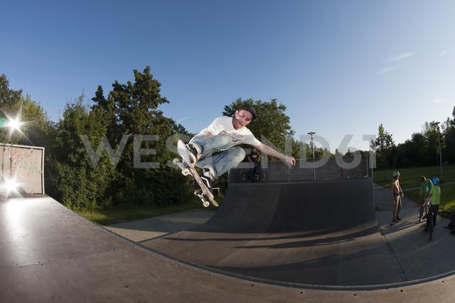 Germany, Bayreuth, Mature man jumping with skateboard - MKL000019