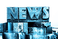 Old metal types forming the word news - EJWF000402
