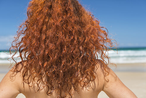 Australia, New South Wales, Broken Bay, red-haired woman looking at sea, back view - SHF001329