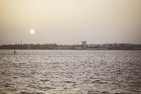 Egypt, Hurghada, view to city from sea at twilight - STDF000108