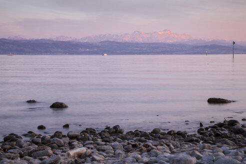 Germany, Baden-Wuerttemberg, Friedrichshafen, view to Lake Constance in front of The Alps - WIF000642